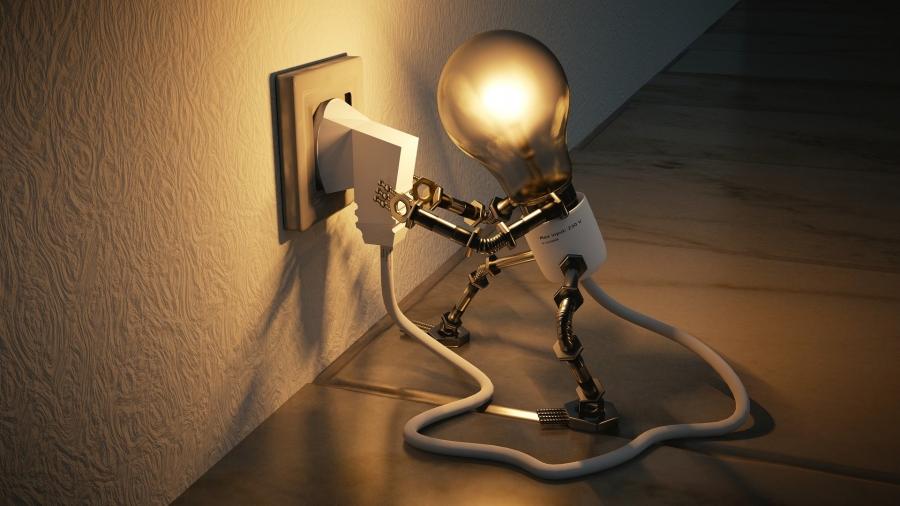 lightbulb-3104355_1920_Colin_Behrens.jpg